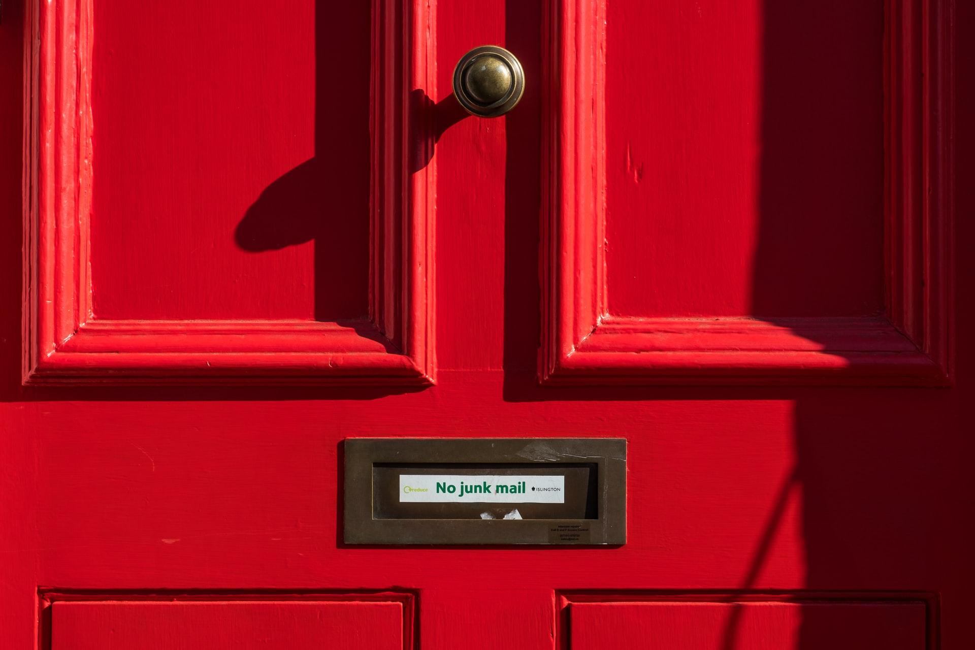 В чем разница между email-рассылкой и спамом?