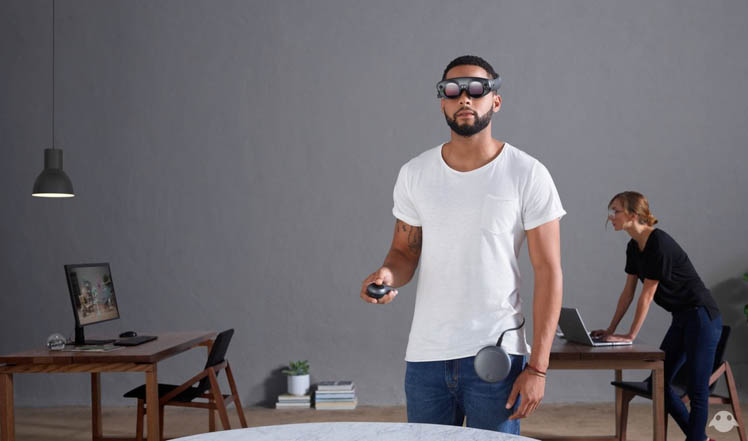 AR-очки, мини-компьютер и контроллер от Magic Leap